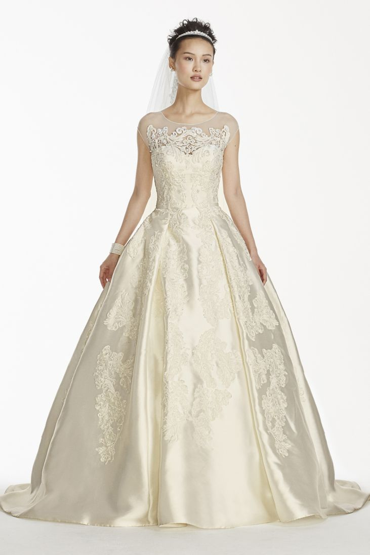 Classic royal wedding dresses for your inspiration for Can a yellowed wedding dress be whitened