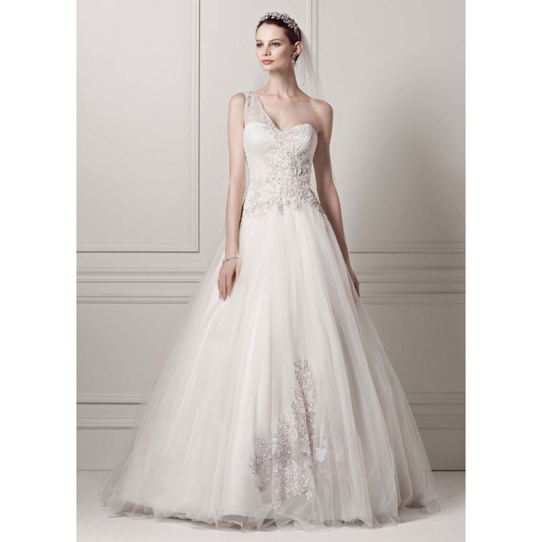 20 Trendiest Wedding Dresses Under 1 000 Everafterguide