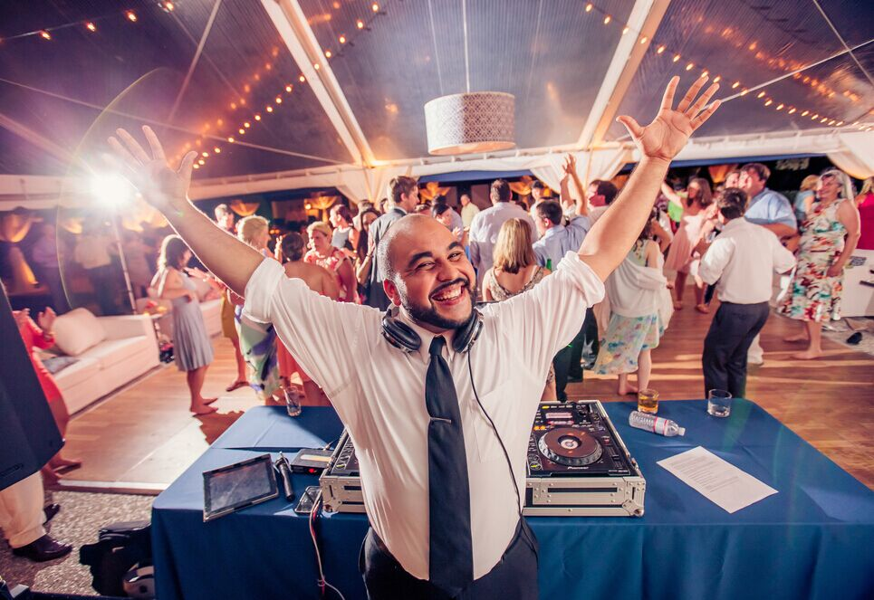 Sizzling Wedding Entertainment Ideas For Guests