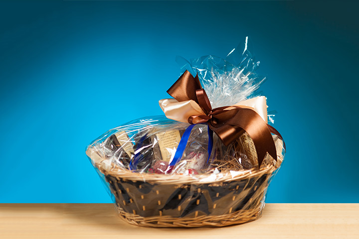 Wedding Gift Basket For Out Of Town Guests : Wedding Gift Baskets for Out of Town GuestsEverAfterGuide