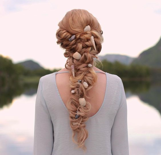 Best beach wedding hairstyles tips and ideas everafterguide for Seashells for hair