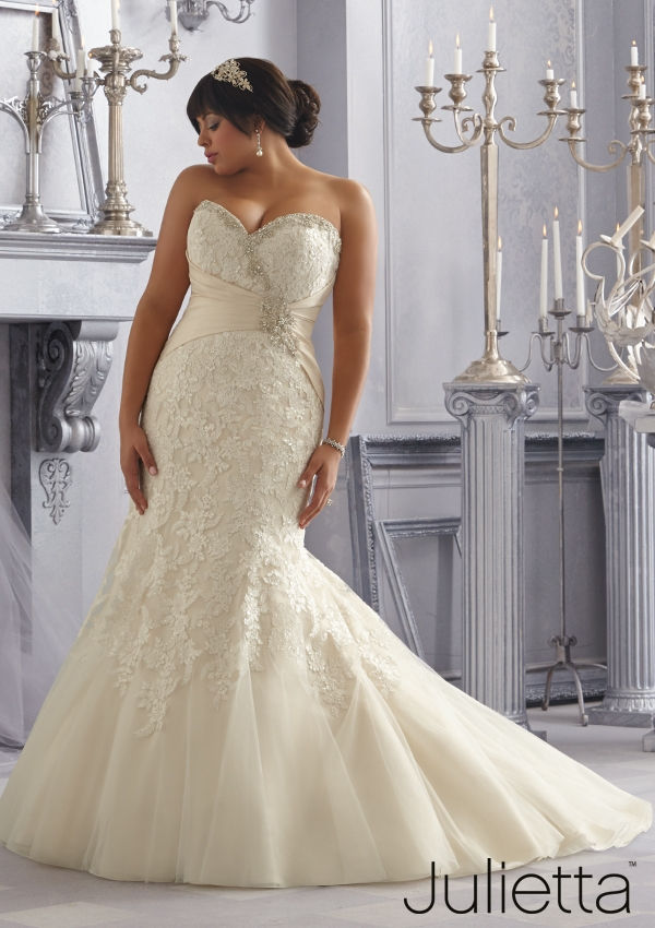 25 best curvy wedding dresses for plus size brides for Wedding dresses for larger figures