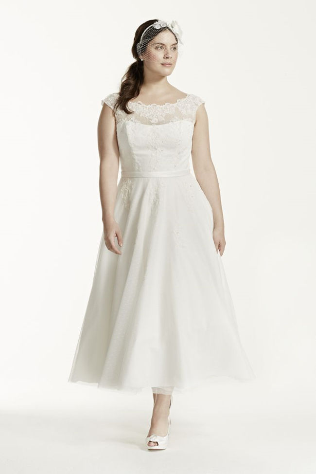 25 best curvy wedding dresses for plus size brides for Wedding dresses for short and curvy