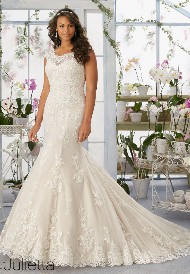 Wedding Gowns For Short Curvy Brides : Best curvy wedding dresses for plus size brides everafterguide