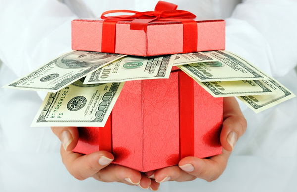 Wedding Gift Etiquette How Much Money : Cash Gift Etiquette: How Much Should I Give My Brother for His Wedding ...