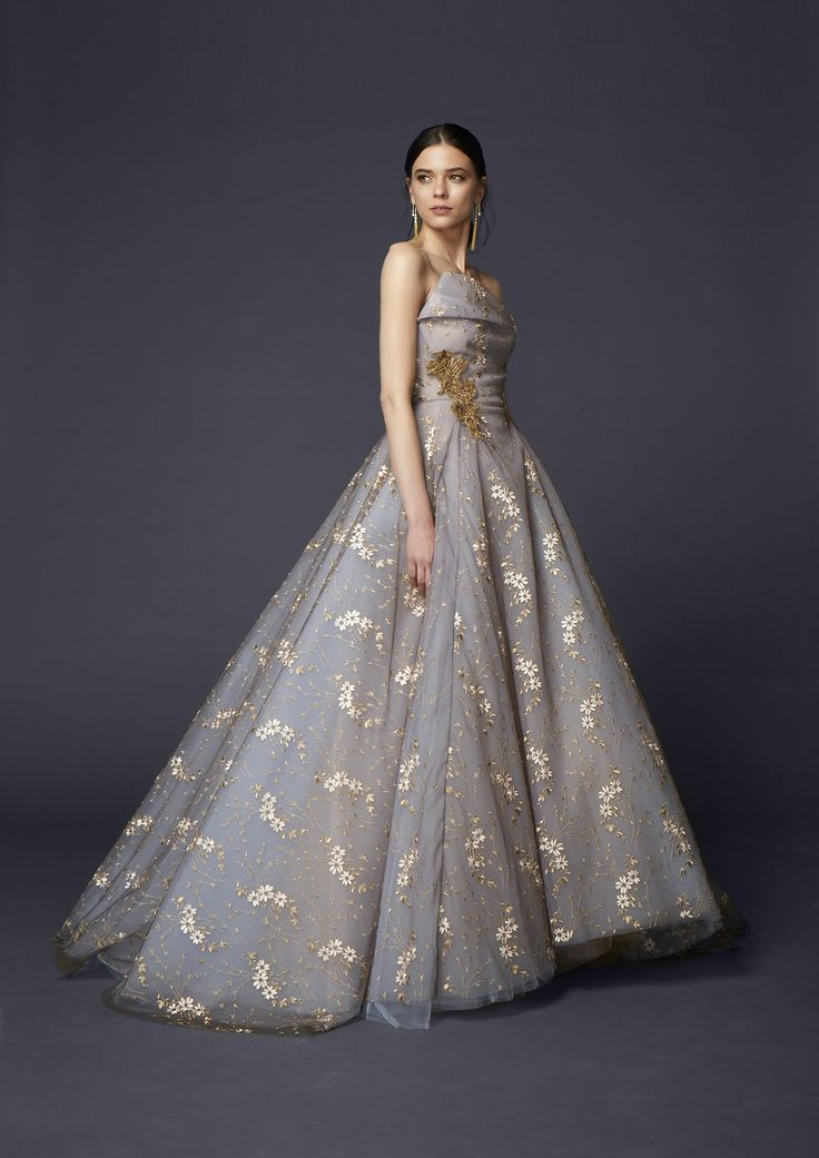 Best wedding dresses top wedding dress designers for Famous wedding dress designers