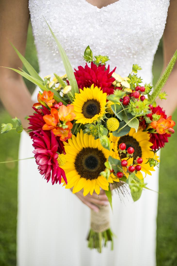 Sunflower arrangements fall sunflower wedding table arrangements - Warmth And Happiness 20 Perfect Sunflower Wedding Bouquet