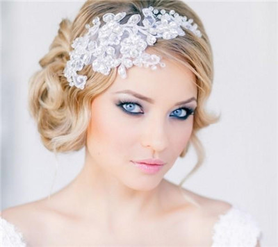 How To Do Wedding Makeup For Blue Eyes : Tips for Wedding Makeup for Blue Eyes - EverAfterGuide