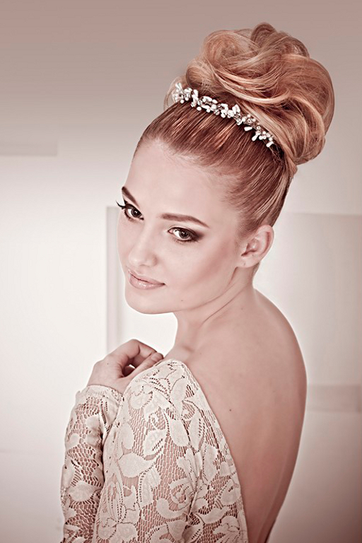 Incredible 30 Best Wedding Bun Hairstyles Everafterguide Short Hairstyles Gunalazisus