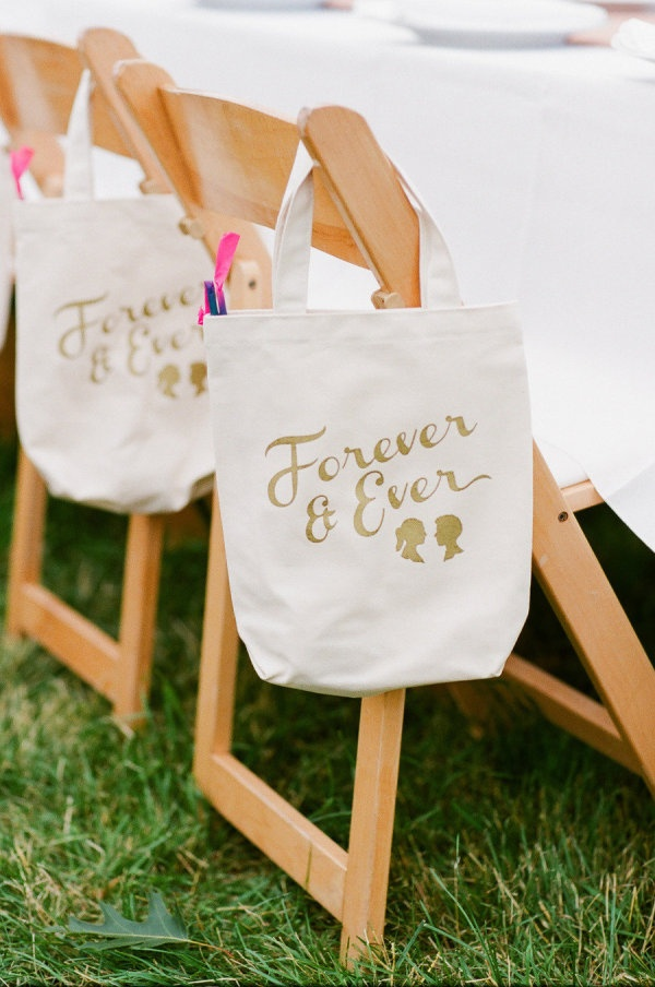 20 Great Wedding Favors For Destination Weddings