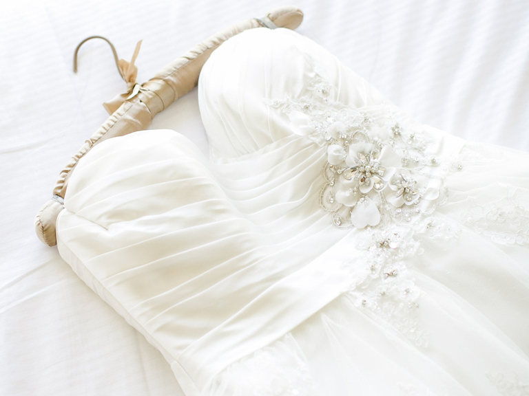 How much does it cost to dry clean a wedding dress for Where to dry clean wedding dress